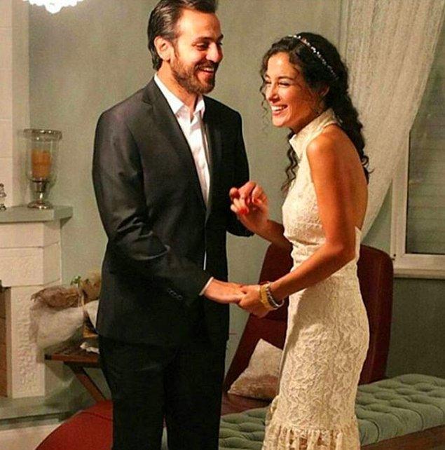 Familya dizisinde rol arkadaşı olarak tanışıp birbirlerine aşık olan Cansu Tosun ve Erkan Kolçak Köstendil, geçtiğimiz sene nişanlanmışlardı.