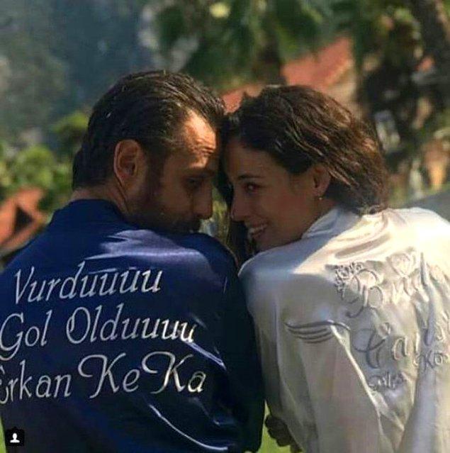 Onlar düğünleri için İstanbul yerine çoğu kişinin sevdiği Olimpos - Adrasan Koyu'nu tercih ettiler. Bu arada bornozlara dikkat! :)