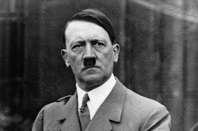 1938: Adolf Hitler, Çekoslovakya ve Avusturya'daki Almanlar için kendi geleceklerini belirleme hakkı istedi.