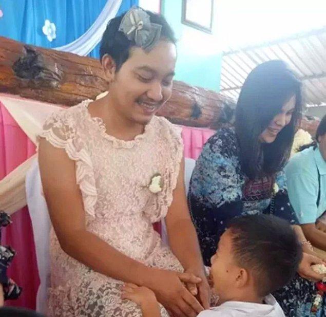 Tayland'da 12 Ağustos Kreliçe Sirikit'in doğum günü olarak kutlanıyor. Kraliçe aynı zamanda toplumun annesi olarak görüldüğünden Anneler Günü de aynı güne denk geliyor.