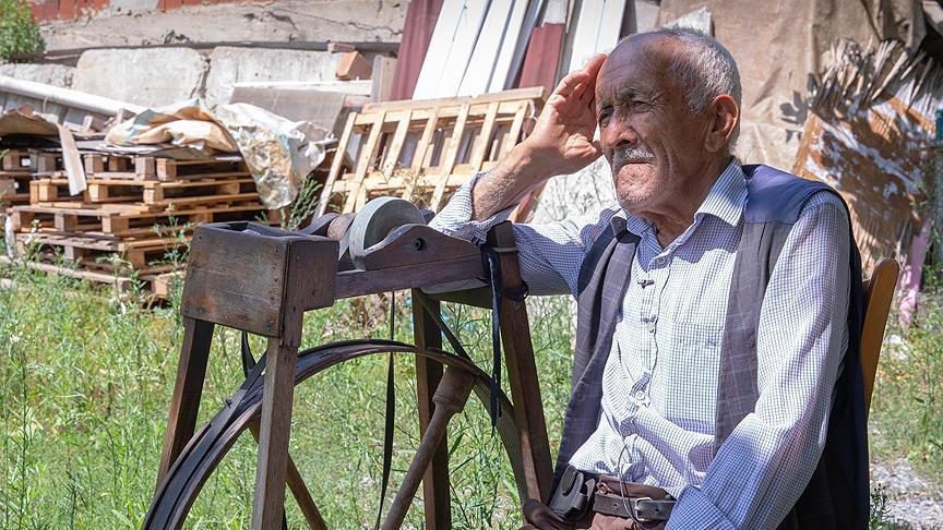 Yarım Asırlık Çarkçı Ali Ustanın Gidecek Yeri Yok: Bayram da Gelse Garibanlık Aynı 89