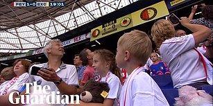 Mükemmel Hareket: Feyenoord Maça Hasta Çocukları Davet Etti, Excelsior Taraftarları İse Oyuncak Yağmuruna Tuttu!