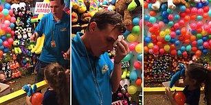 Dart Okunu Atmak İçin Aceleci Davranınca Balon Yerine Adamı Alnından Vuran Ufaklık