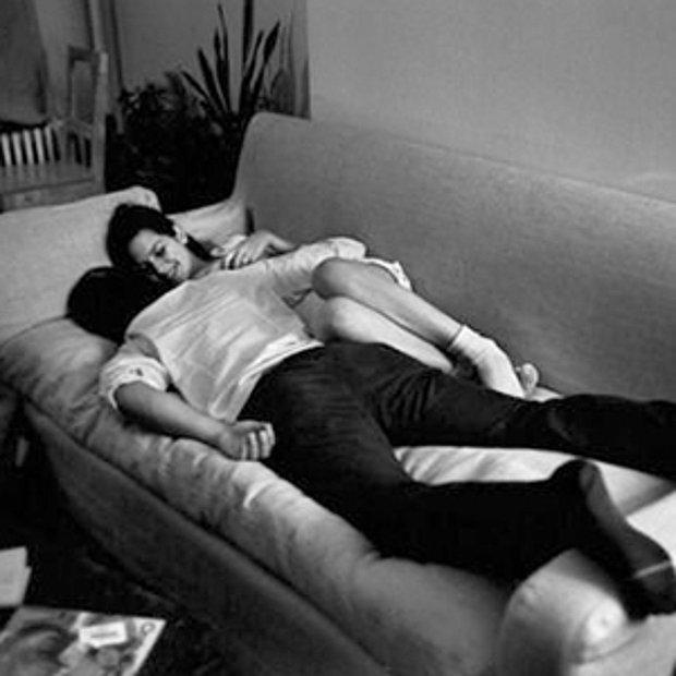 Koltukta film izlerken uyuyakalmayı.