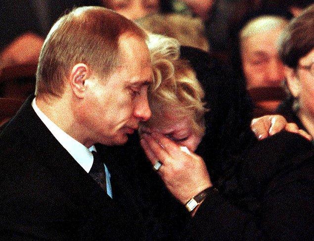 30 yıl süren evliliklerinin ardından, çift 2013 yılında ortak bir kararla ayrıldıklarını Kremlin Sarayı'nda yapılan bir basın açıklamasıyla duyurdular.
