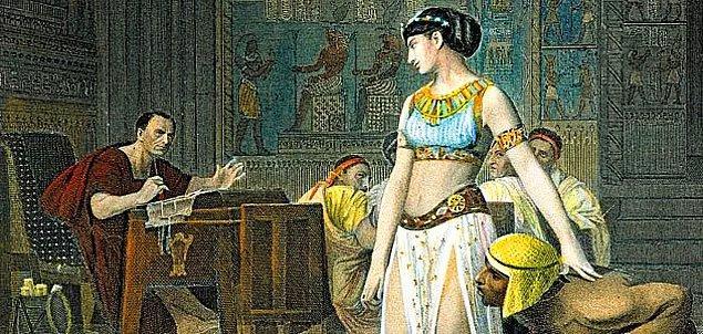 """6. """"Sesi; istediği her titreşimi çıkarıp, istediği her dili kullanabildiği çok telli bir müzik aleti gibiydi""""... Romalı ünlü tarihçi Plutarkhos, Kleopatra'yı böyle tanımlıyordu."""