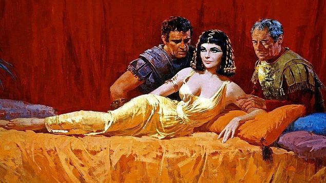 9. Edebiyata ve sinemaya bir çok kez konu olan büyük aşkı Sezar'la arasında oldukça fazla yaş farkı vardı. Sezar Kleopatra'ya aşık olduğunda 52, Kleopatra ise henüz 21 yaşındaydı.
