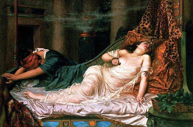 14. İntihar eden Kleopatra, yılan sokmasından ölmemiş olabilir.