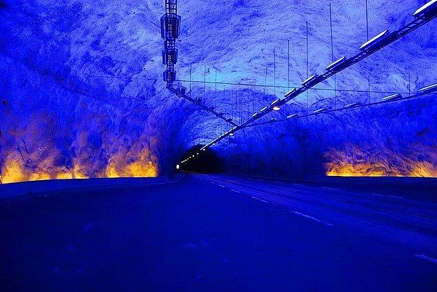 2000 yılında Norveç 24.5 km'lik dünyanın en uzun tünelini kullanıma açmıştır.