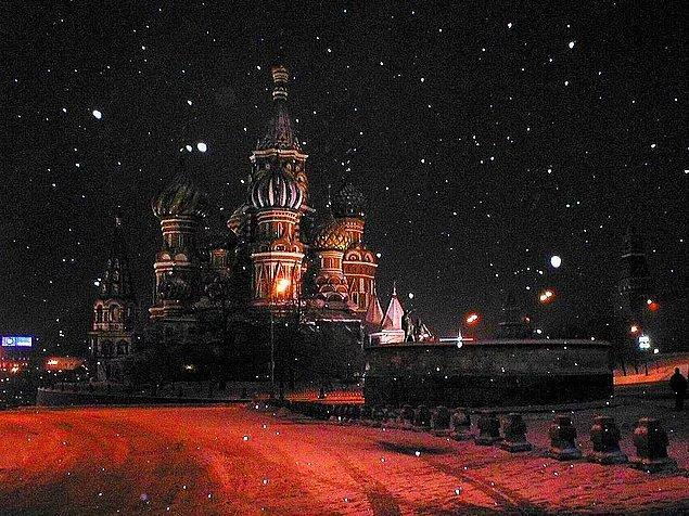 Ruslar evde bir şey unuttuklarında, geri dönmek yerine evdeki yakınlarından yardım istemeyi tercih ediyor. Çünkü Ruslar eve geri dönmenin uğursuzluk getirdiğine inanıyor.
