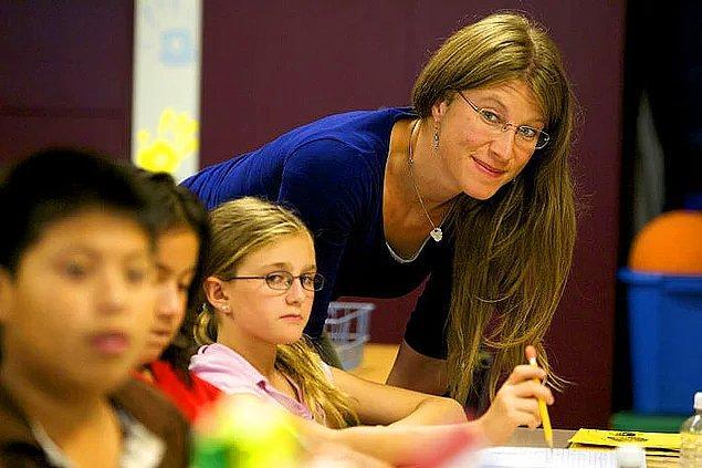 2010 verilerine göre İsviçre'de bir öğretmenin yıllık geliri 120 bin dolardır.