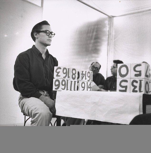 1959 yılında gerçekleştirilen gösterinin adı 6 Bölümde 18 Happenings.