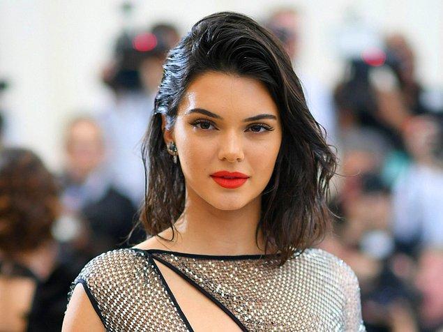 14. Gelelim biraz da bunlara! Kendall Jenner ablalarının peşinden giderek kendi güzellik markasını kurmaya hazırlanıyor!