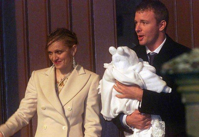 7. Madonna ve Guy Rİtchie de bir kalede evlendiler ve güvenlik nedenlerinden dolayı kalede çalışan herkes dört sayfalık bir anlaşma imzaladı.