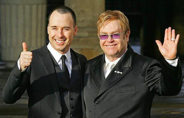 8. İngiltere'de eşcinsel evlilik yasal olduktan hemen sonra Elton John ve David evlendiler. Düğünlerinde ise 600 tane davetli vardı.