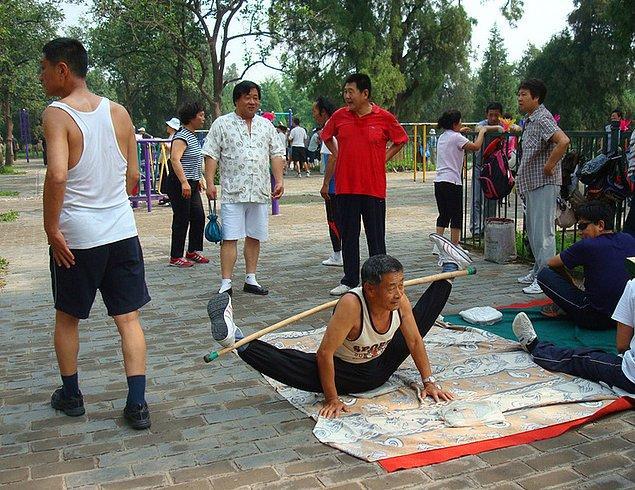 8. Açık havada yapılan takım egzersizleri Çinli insanların sağlıklı kalmalarını sağlıyor. 😂