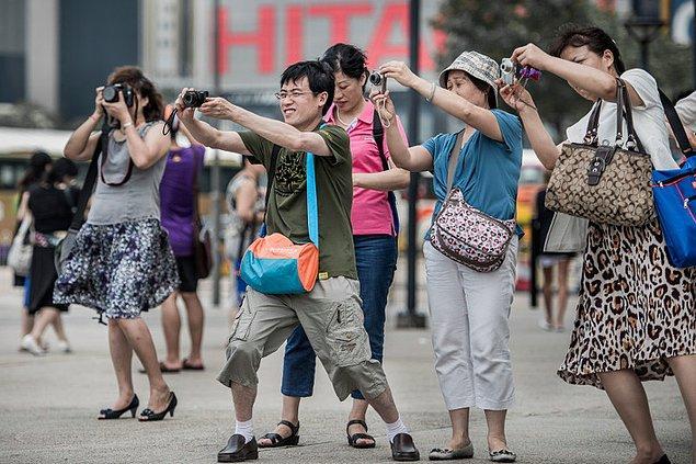 18. Çinli insanlar mavi gözlü ve sarışın birini gördükleri zaman bu tepkiyi veriyorlar 😅