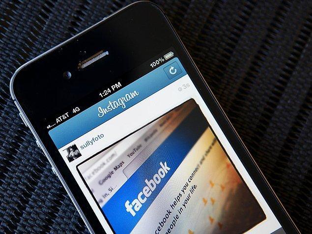 Uygulama, 2010'un Ekim ayında Instagram ismini aldı. Kelime olarak Instagram, ''instant'' ve ''telegram'' kelimelerinin birleşmesinden meydana geldi.