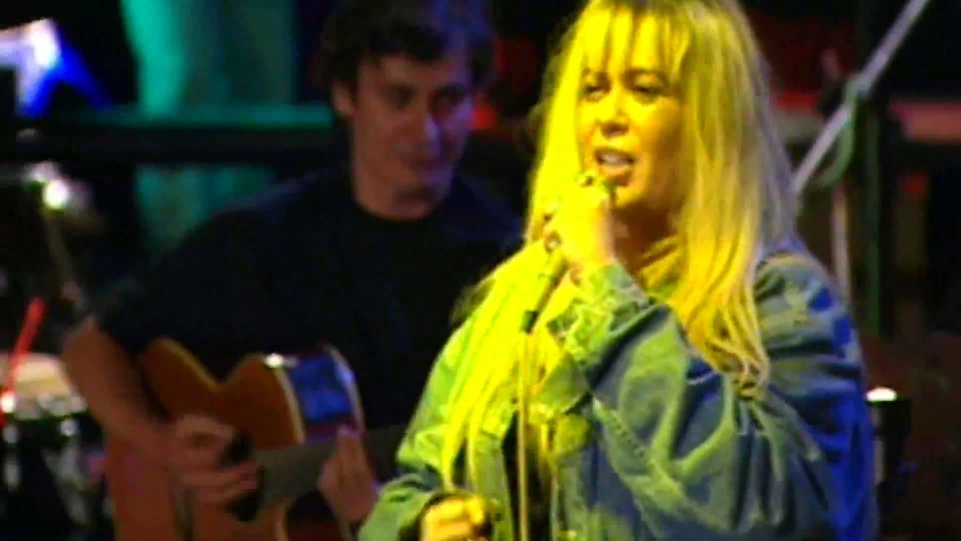 Zerrin Özer - Deli Yaz Şarkı Sözleri - onedio.com