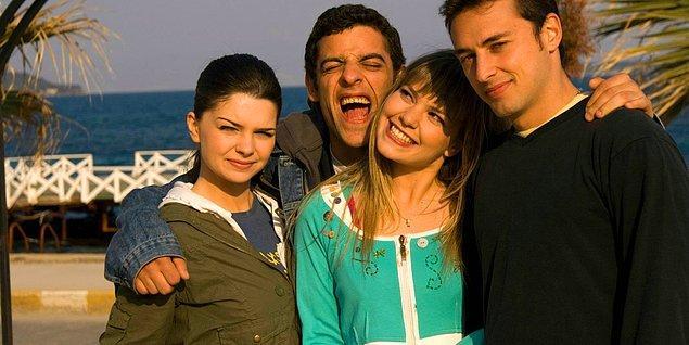 13. Hormonlarının esiri olmuş bir grup ergenin güzelim sahil kasabasını bırakıp bok varmış gibi İstanbul'a gelmeleri ve başlarına gelen bir sürü olay.