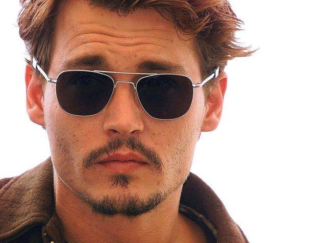 Sıkı tutunun, oldukça şaşırtıcı bir bilgimiz var: Johnny Depp tam bir Barbie Bebek tutkunuymuş!
