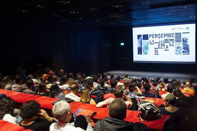 """Yenilenme olgusunu tema olarak belirleyen """"Perşembe Sineması"""" 29 Kasım'a kadar SALT Beyoğlu Açık Sinema'da!"""
