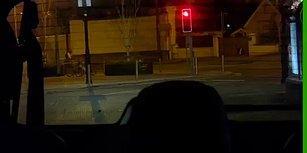 Bisiklet Kullanırken Bir Yandan da Telefonla İlgilenen Adam, Kafa Göz Arabaya Daldı!