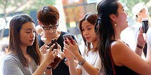 Telefonu Elinden Bırakmadı: Çinli Kadın, Kramp Giren Parmaklarını Kullanamadı