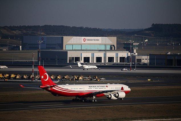 Erdoğan'ı taşıyan özel uçak 'CAN', 16:25'te havalimanına iniş yaptı ve resmi törenle karşılandı