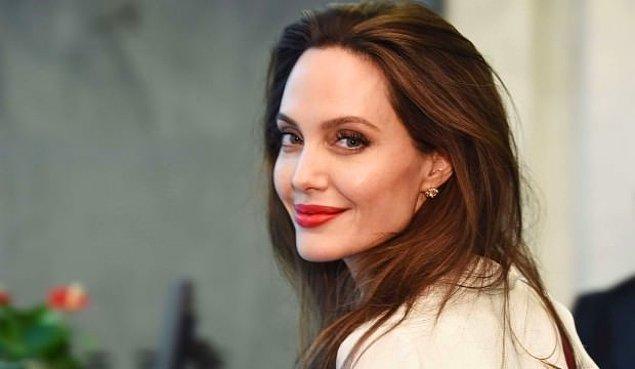 3. Angelina Jolie'ye her şey yakışmak zorunda mı?