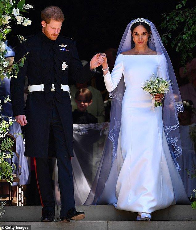 3. Birleşik Krallık: Megan Markle Mayıs ayında Prens Harry ile evlenirken Givenchy'den Clare Waight'in tasarladığı bir gelinlik giyerek herkesi şaşırtmıştı.