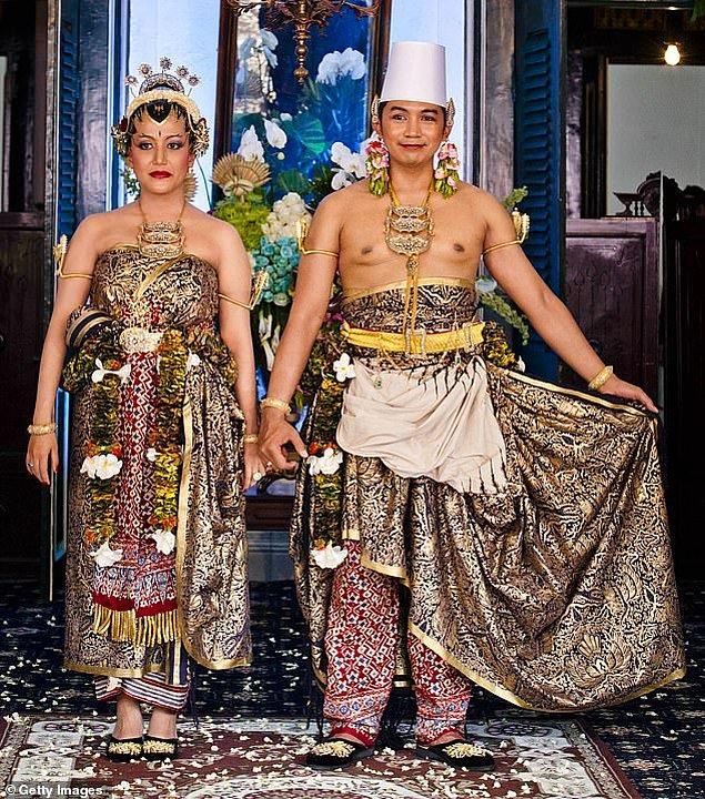 9. Prenses Gusti Kanjeng Ratu Hayu ve Prens Notonegoro'nun Ekim 2013'teki düğünleri üç gün sürdü.