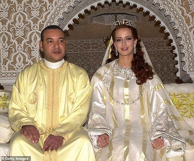 19. Fas: Fas Kralı VI. Muhammed ve Prenses Lalla Salma 2002 yılında Fas Kraliyet Sarayı'ndayken.