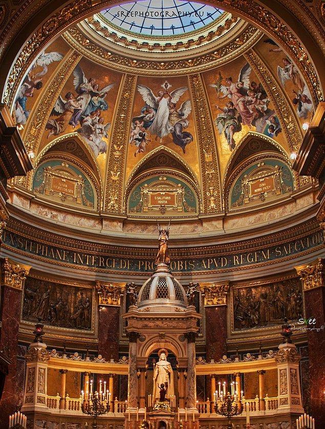 Mimar Miklós Ybl ve Josef Kauser'in ellerinde şekillenen bu muhteşem bazilika, mutlaka görülmesi gereken bir başyapıt...