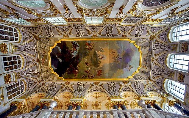 Günümüzde Kışlık Saray Ermitaj Müzesi'ne ev sahipliği yapıyor.
