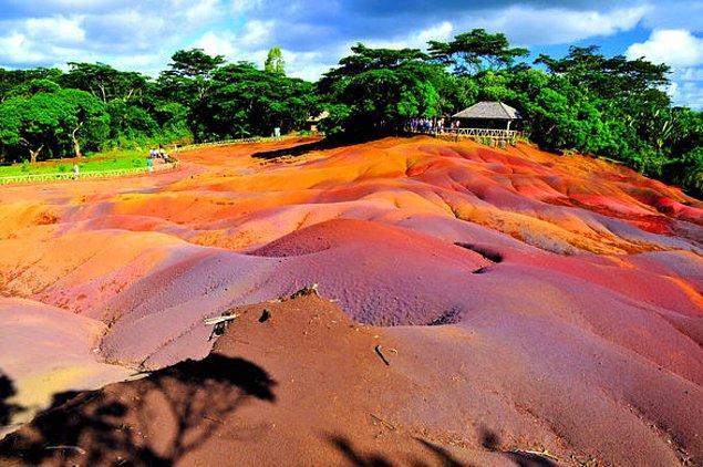 4. Morityus'ta 7 farklı rengi olan toprak kumulları vardır.