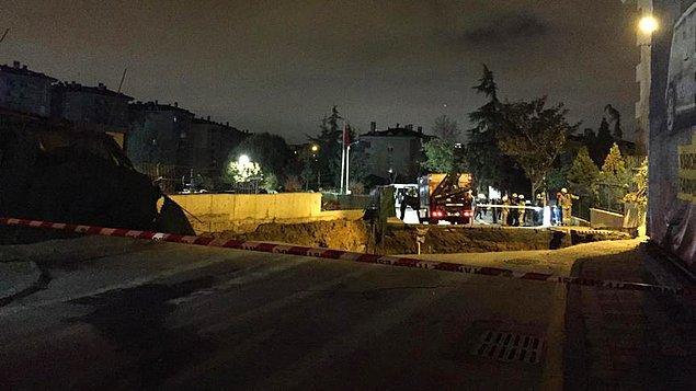 Dudullu-Bostancı Metro Hattı şantiyesinin yanındaki yolda gece saatlerinde çökme meydana geldi.