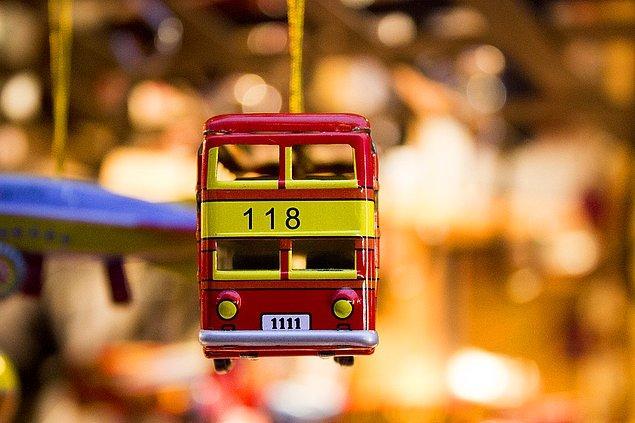 Çoğu orijinal paketleri içinde bulunan bu oyuncakların genellikle Paris'teki dükkanlardan çalındığı tespit edildi.