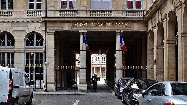 Savcılar, Fransız medyasına kadının suçunu kabul ettiğini ve 'aylaklıktan böyle davrandığını' söylediğini açıkladı.