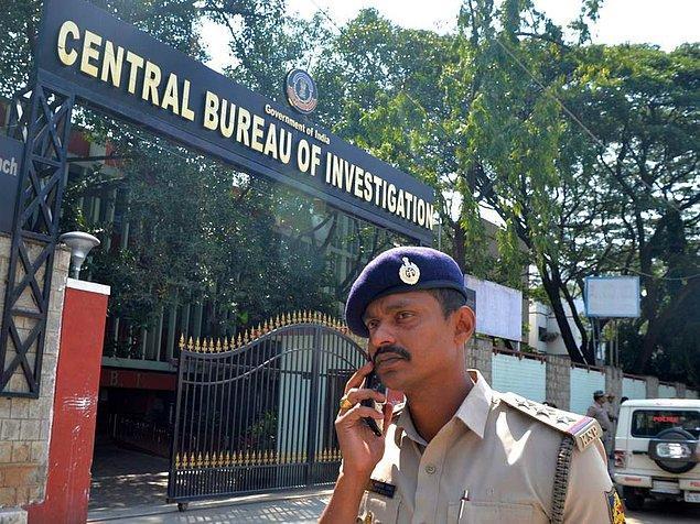 Lucknow kenti polis yetkililerinden Mahesh Srivastava, bir kişinin gözaltına alındığını ve diğer kişilerin arandığını söyledi.