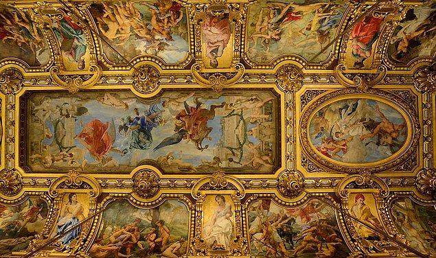 Palais Garnier, yalnızca büyüleyici dış görünüşüyle değil iç dizaynıyla da tam bir başyapıt...