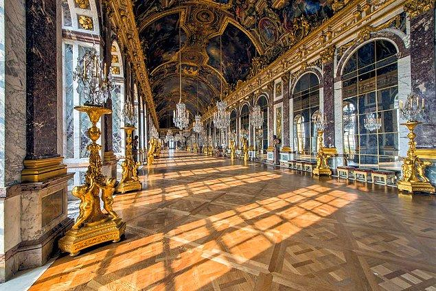 O dönemlerde Fransa'nın politik güç merkezi olan sarayın yalnızca kendisi değil, bahçeleri de oldukça ünlü…