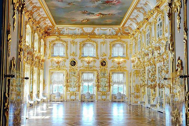 Versay Sarayı, aynı anda 20 bin kişiyi içine sığdırabilecek kapasiteye sahip. Bu özelliği ile Avrupa'nın en büyük sarayları arasında yer alıyor.