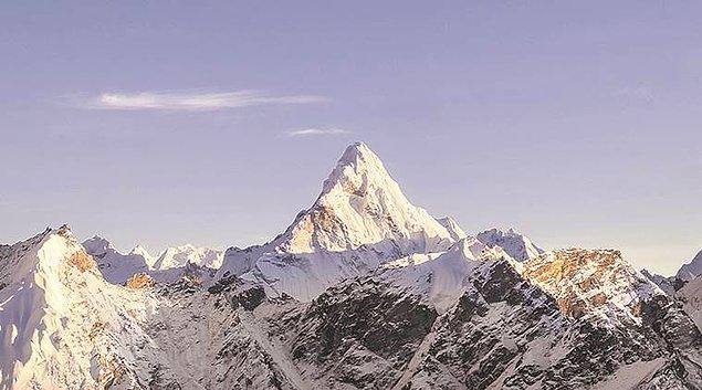 16. Everest dünyanın en yüksek zirvesi değildir.