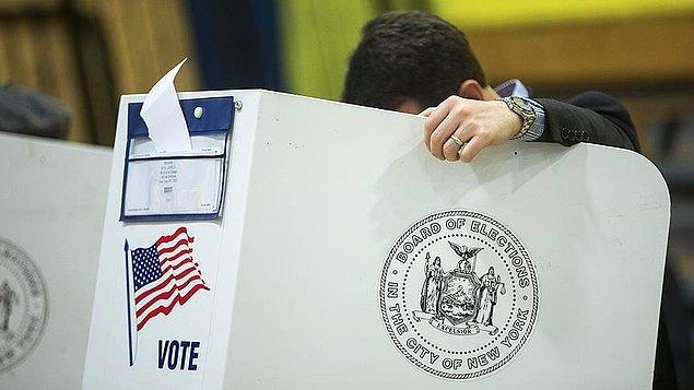 ABD'de Kongre ara seçimlerinin resmi olmayan sonuçlarına göre Demokratlar, Temsilciler Meclisi'nde üstünlüğü Cumhuriyetçilerin elinden aldı.