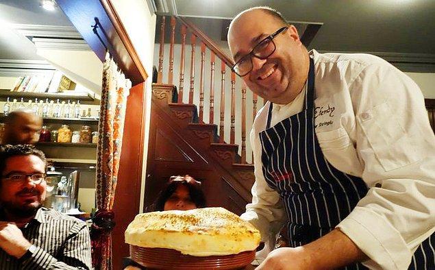 Somer şef televizyon ve radyoda yemek programı sundu, Anatolia: Adventures in Turkish Cooking (Anadolu: Türk Mutfağında Maceralar) diye de bir kitap yazdı.