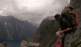 İşsiz Kaldıktan Sonra 2 Yaşındaki Kızıyla Norveç'in Muhteşem Doğasını Keşfe Çıkan Baba