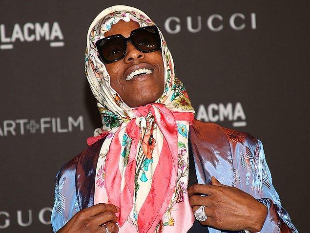 Son olarak ünlü rap yıldızı A$AP Rocky, bir galaya başörtüsü ile katıldı.