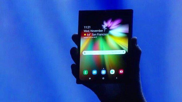 Cihaz katlandığında 4 inçlik bir ekrana sahipken, açtığınızda 7.3 inçlik bir tablete sahip oluyorsunuz. Sistemin yazılım altyapısını da Google üstlenmiş.
