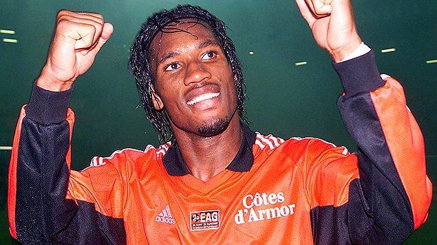 11 Mart 1978 tarihinde Fildişi Sahili'nin Abidjan şehrinde dünyaya gelen Drogba, 5 yaşındayken ailesi tarafından, aynı zamanda profesyonel futbolcu olan dayısı Michel Goba'nın yanına Fransa'ya gönderildi. Daha sonra Fildişi Sahili'ne geri dönse de annesi ve babası işini kaybedince dayısının yanına geri döndü.